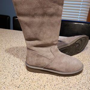 UGG SZ 10 Gray Sheepskin Boots